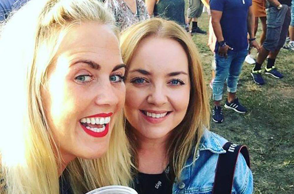 NEBBENFEST I LILLESTRØM: Min gode venninne, Line, og jeg hadde en gøyal kveld på Nebbenfestivalen i Lillestrøm i 2018. Foto: Tenk Koffert