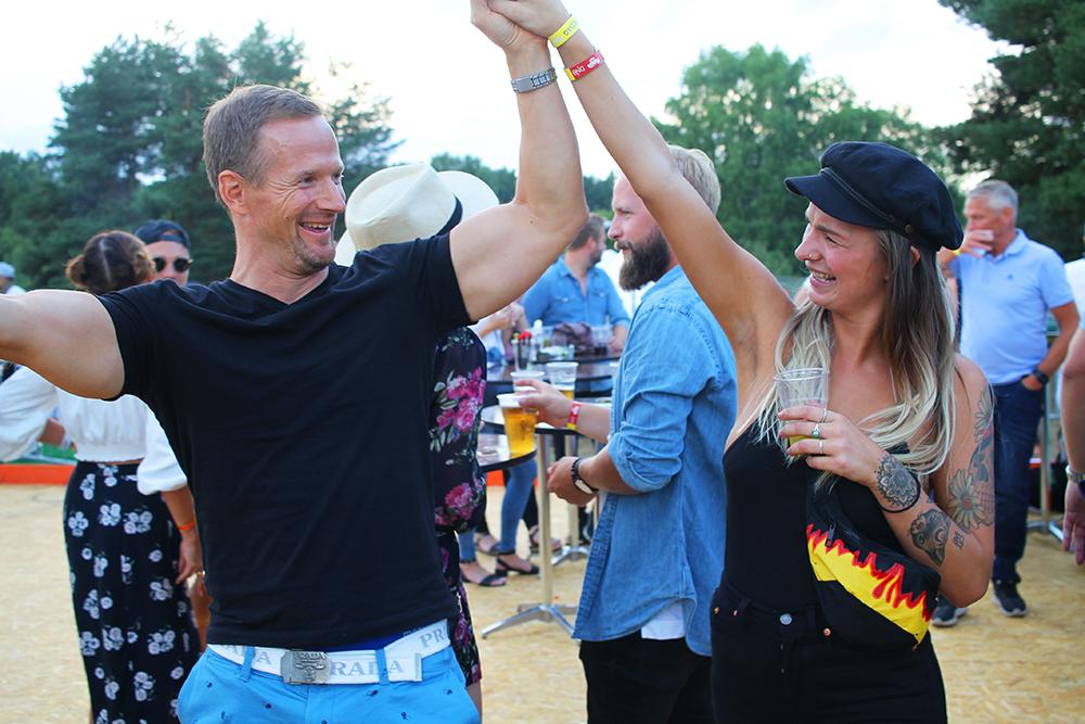 NEBBENFESTIVALEN: Fjorårets Nebbenfest trakk mange danseglade gjester. Foto: Tenk Koffert