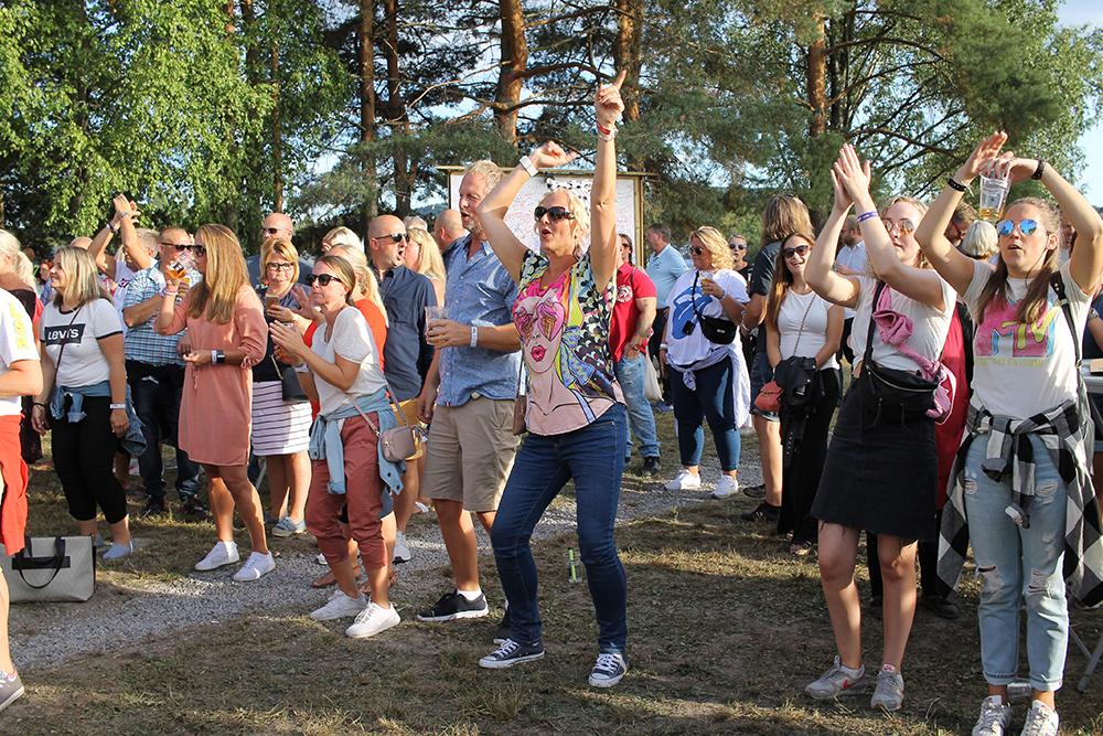 NEBBENFESTIVALEN: Full fest på Nebben i Lillestrøm. Foto: Tenk Koffert