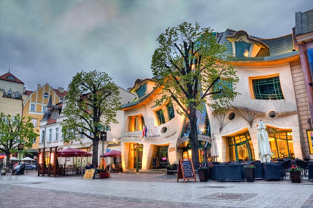 SOPOT: Denne gøyale bygningen er et yndet fotoobjekt blandt turistene, ligger midt i Sopot sentrum og huser et kjøpesenter. Foto: City Hall of Sopot