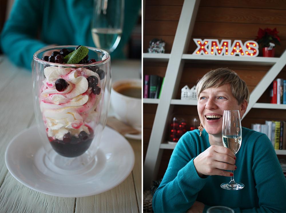 KAFFEPAUSE I SOPOT: Reiseblogger  Alltid Reiseklar , en av damene jeg reiste på tur med i desember 2017, nyter en god kopp kaffe på White Marlin i Sopot. Foto: Reisebloggen Tenk Koffert