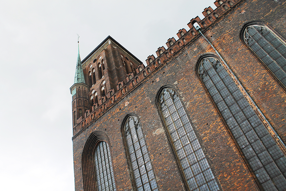 GDANSK: Det er mye spennende å se i Gdansk. Dette er Mariakirken. Hvis du vil kan du gå opp i tårnet og få et overblikk over hele den fine byen. Foto: Tenk Koffert