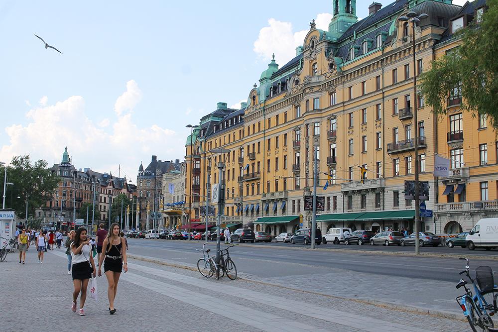 STOCKHOLM: Her får du tilfredsstilt både dine gastronomiske, kulturelle og materialistiske behov. Byen er full av svenske designermerker, vintage-sjapper, hippe restauranter og spennende museer. Foto: Tenk Koffert