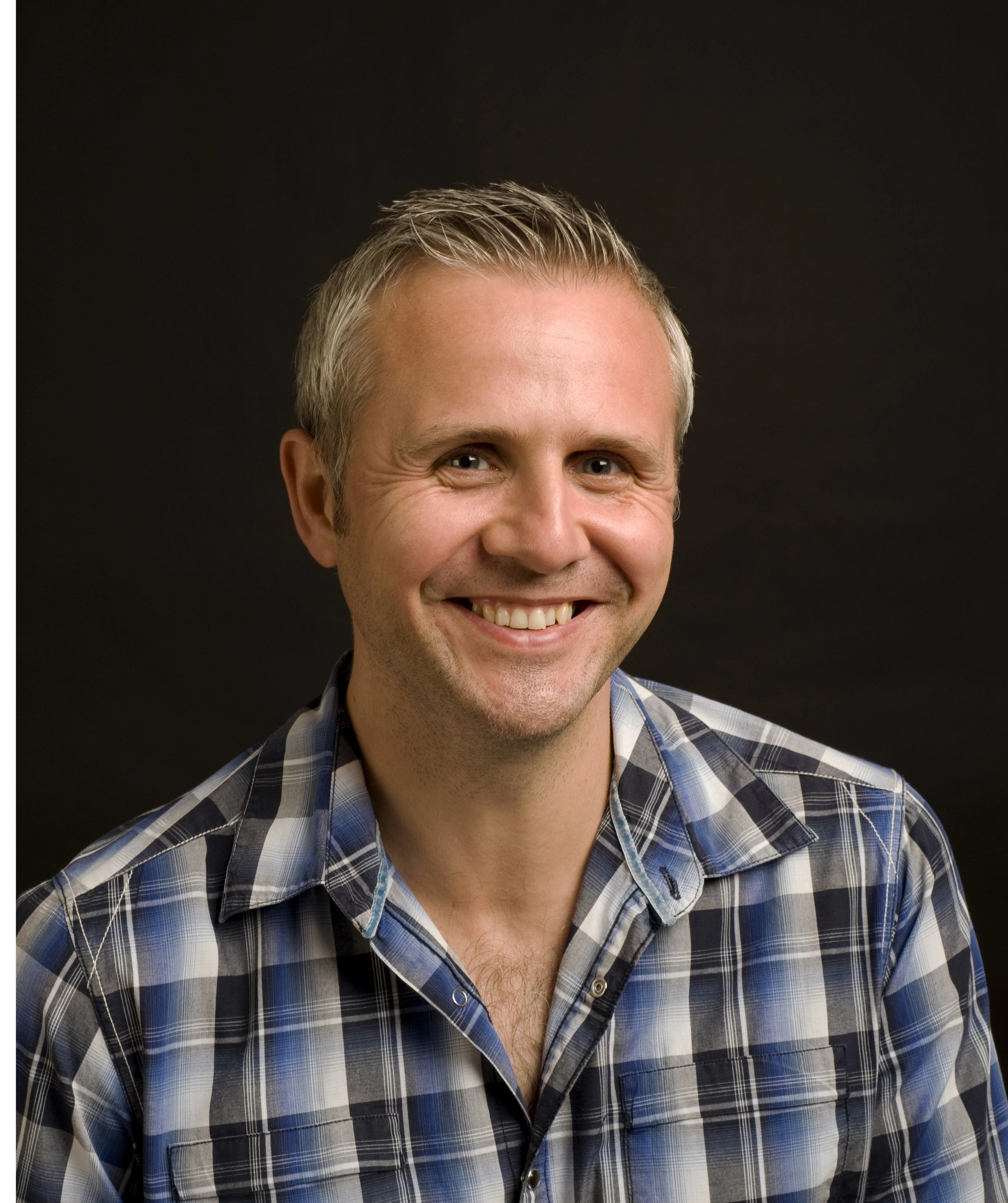 Dr David Hamilton - Using Science to Inspire - David Hamilton has a PhD in organic chemistry and spent 4 years in the pharmaceutical industry, developing drugs for cardiovascular disease and cancer. Inspired by the placebo effect, he left the industry to write books and educate people in how they can harness their mind and emotions to improve their health.He is now author of 9 books, all published by Hay House, including, 'How Your Mind Can Heal Your Body', 'I Heart Me' and the Amazon bestseller, 'The Five Side Effects of Kindness'.David writes a regular blog on his website and occasional blogs for the Huffington Post (US version). David is the 'Kindness Tsar' for Psychologies Magazine and writes the 'Kindness Project' in 'The Fix' section. He is also the 'Life Hacks' monthly columnist for Soul & Spirit Magazine and in 2016, he was voted 'Best writer' by readers of Kindred Spirit Magazine.He appears regularly in the media and was recently featured on Channel 4's live show, 'Sunday Brunch', in the UK and 'CBS Sunday Morning' in the USA.David is an advocate for kindness and is working passionately to help inspire a kinder world.TWITTER  FACEBOOK INSTAGRAM
