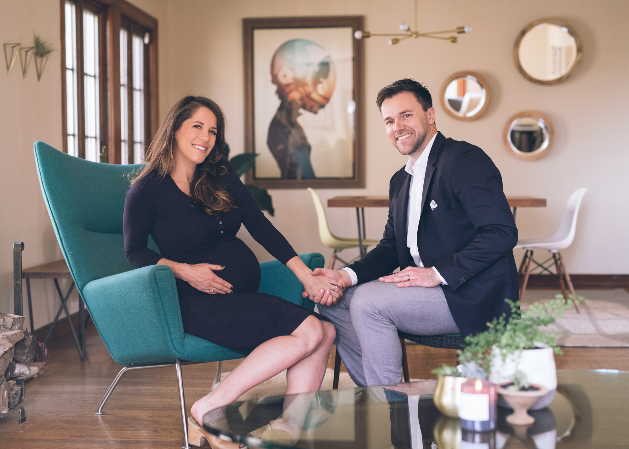 maternity-session-at-a-mid-century-modern-home-in-oakland.jpg