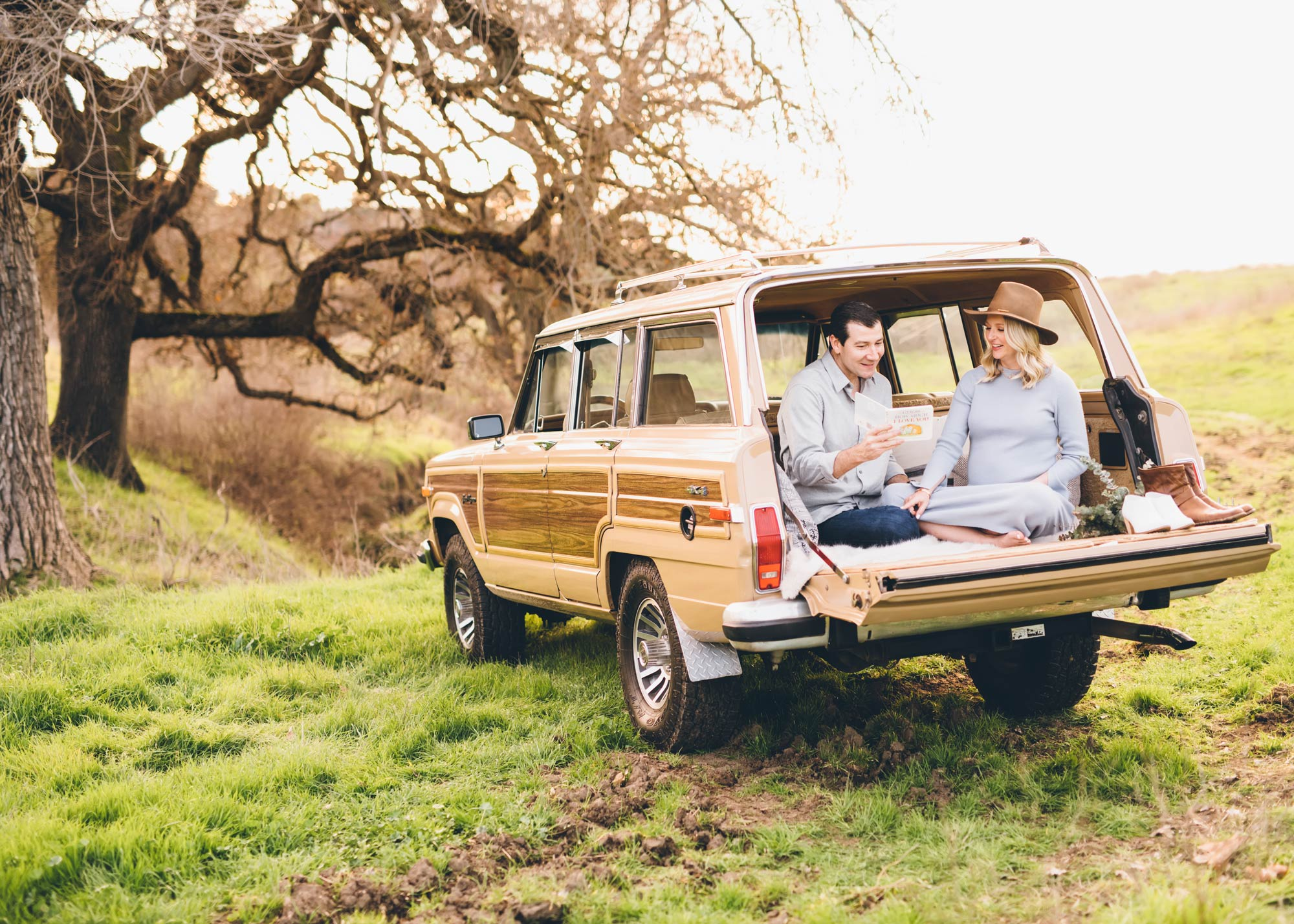 maternity-session-with-jeep-wagoneer-in-bay-area.jpg