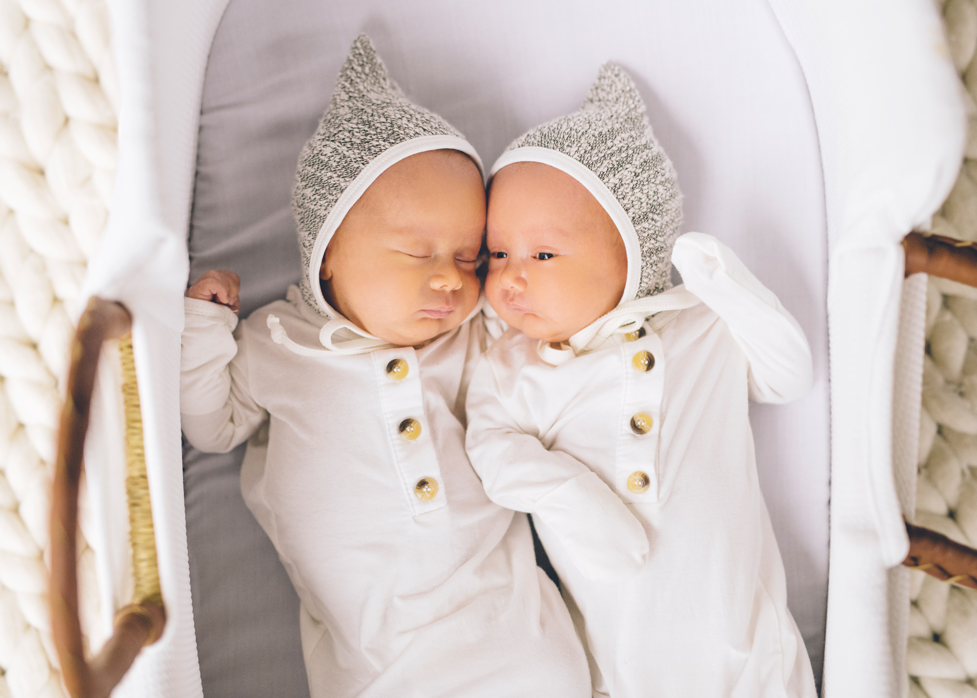 newborn-twins-photos-session.jpg