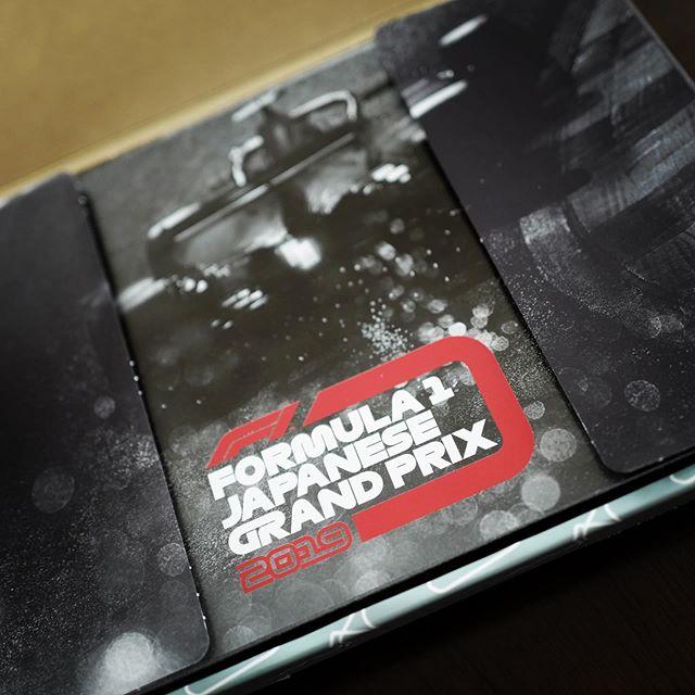 25年ぶり?の鈴鹿。箱入りで送られてきたオリジナルパスはプラスティック製パス!隔世の感。アガる!