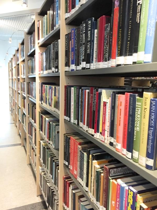 Och Finlands bibliotek. Världens bästa. Den här bilden är från Karleby Stadsbibliotek, mitt favoritbibliotek och jag är inte alls jävig!