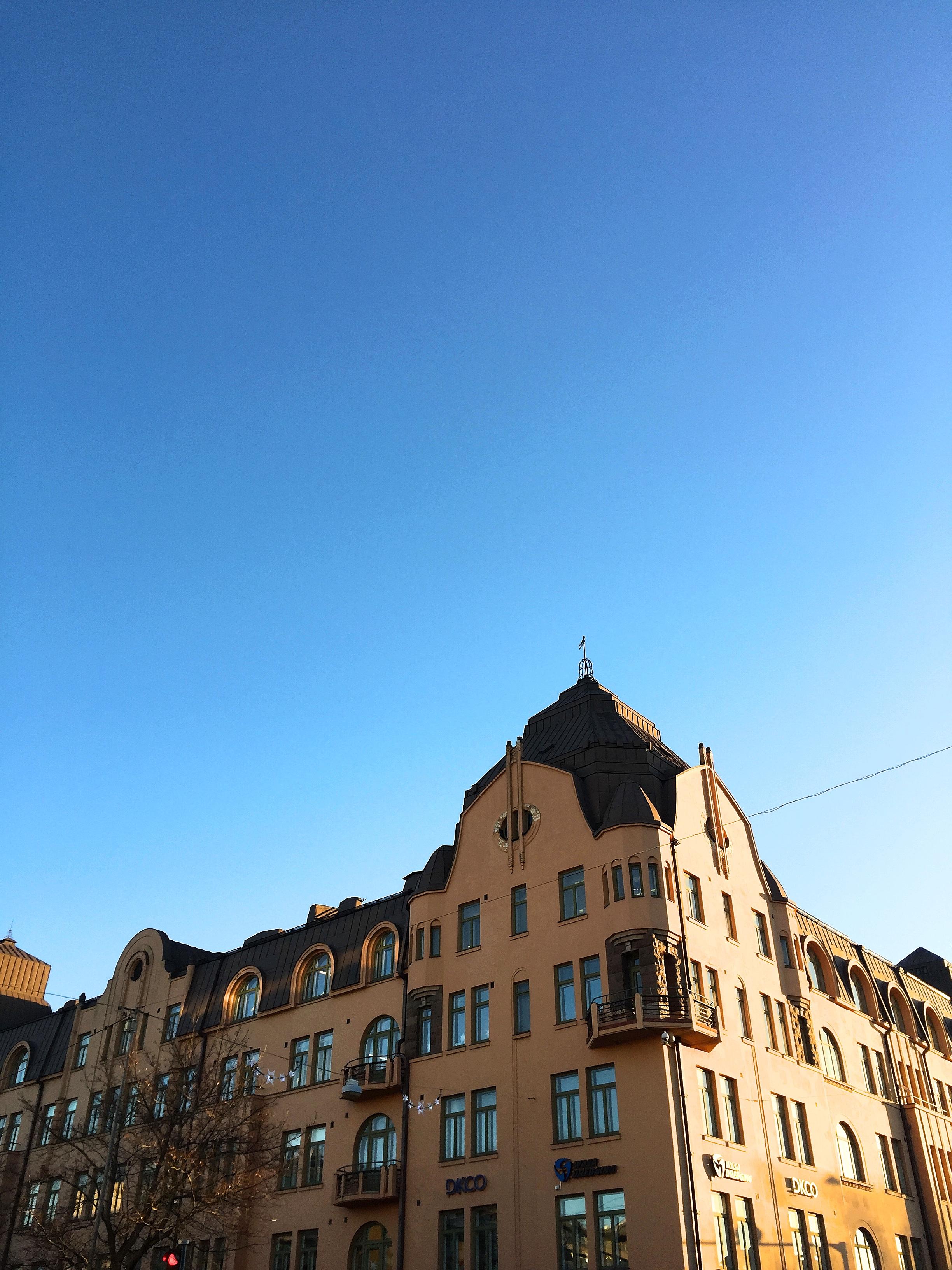 En av Vasas vackraste byggnader i dagens solsken.