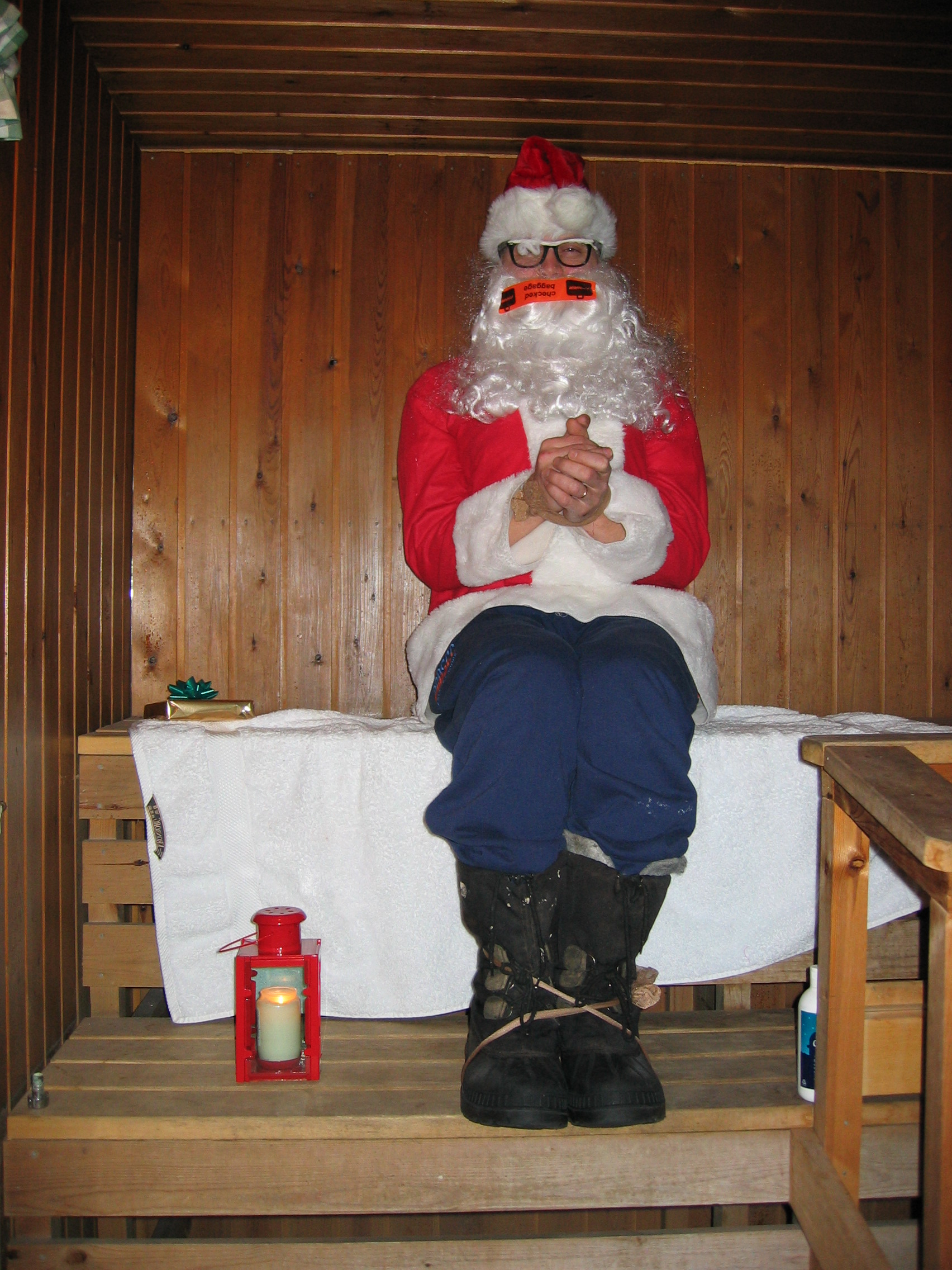 Juluppdrag 2003. Tomten var kidnappad men vi fann honom i bastun!