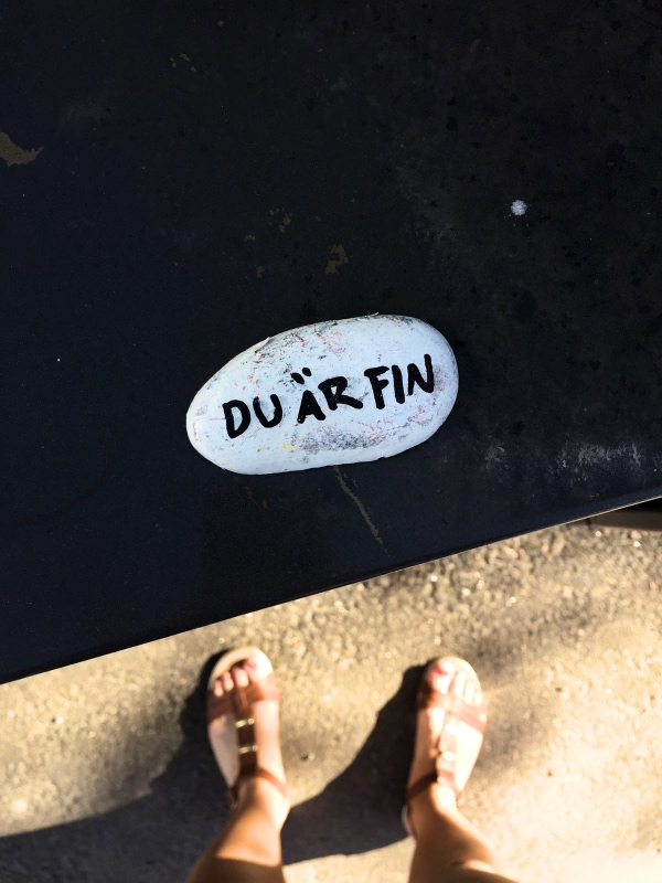 Mindre mobbning mer kärlek. Random sten på Vasas gator. Gjorde min dag.