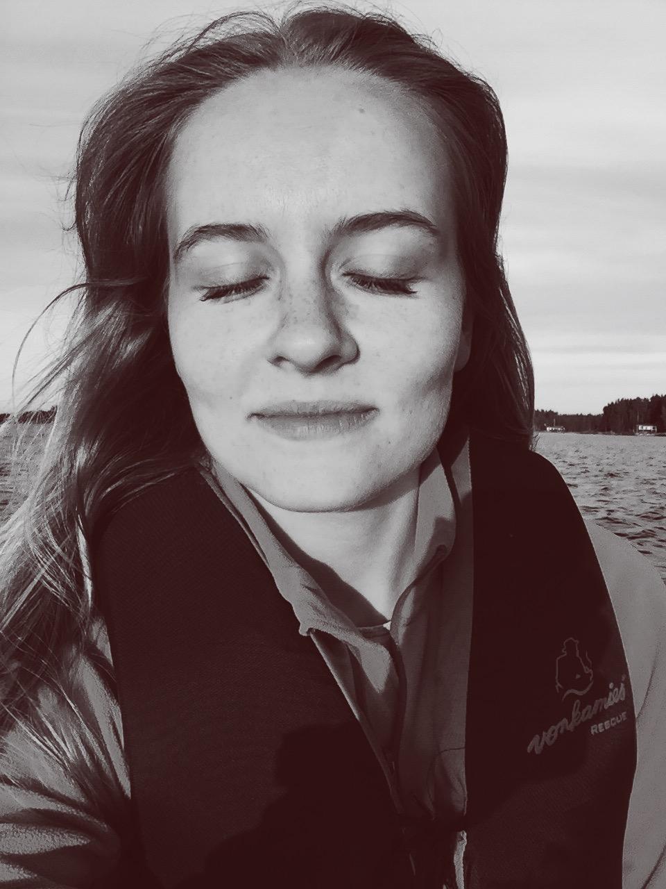 Ett halvfånigt försök att fånga ett förstulet ögonblick på bild. Till havs med min kära.