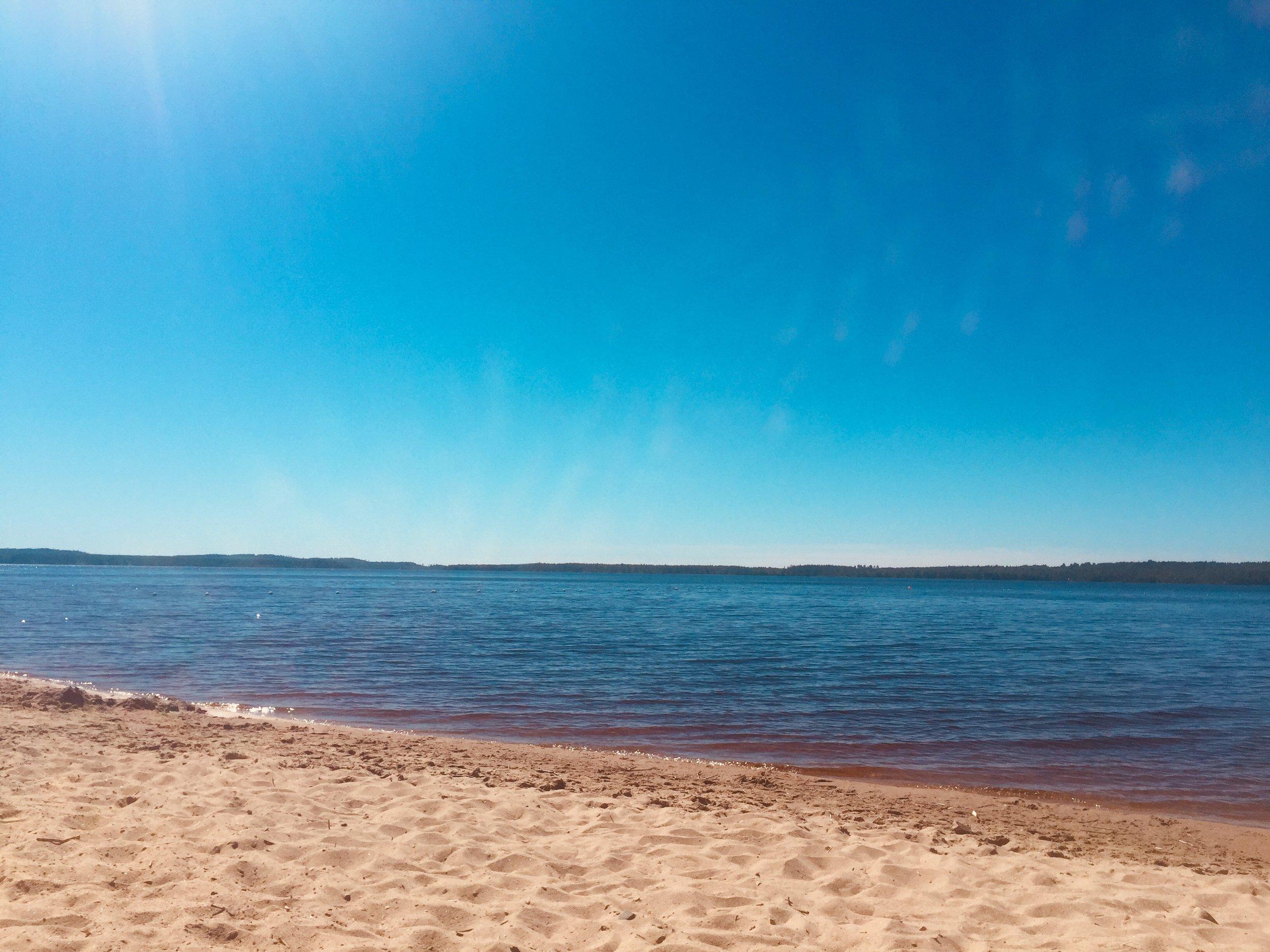 Bildbevis från härlig simstrand i Vuokatti