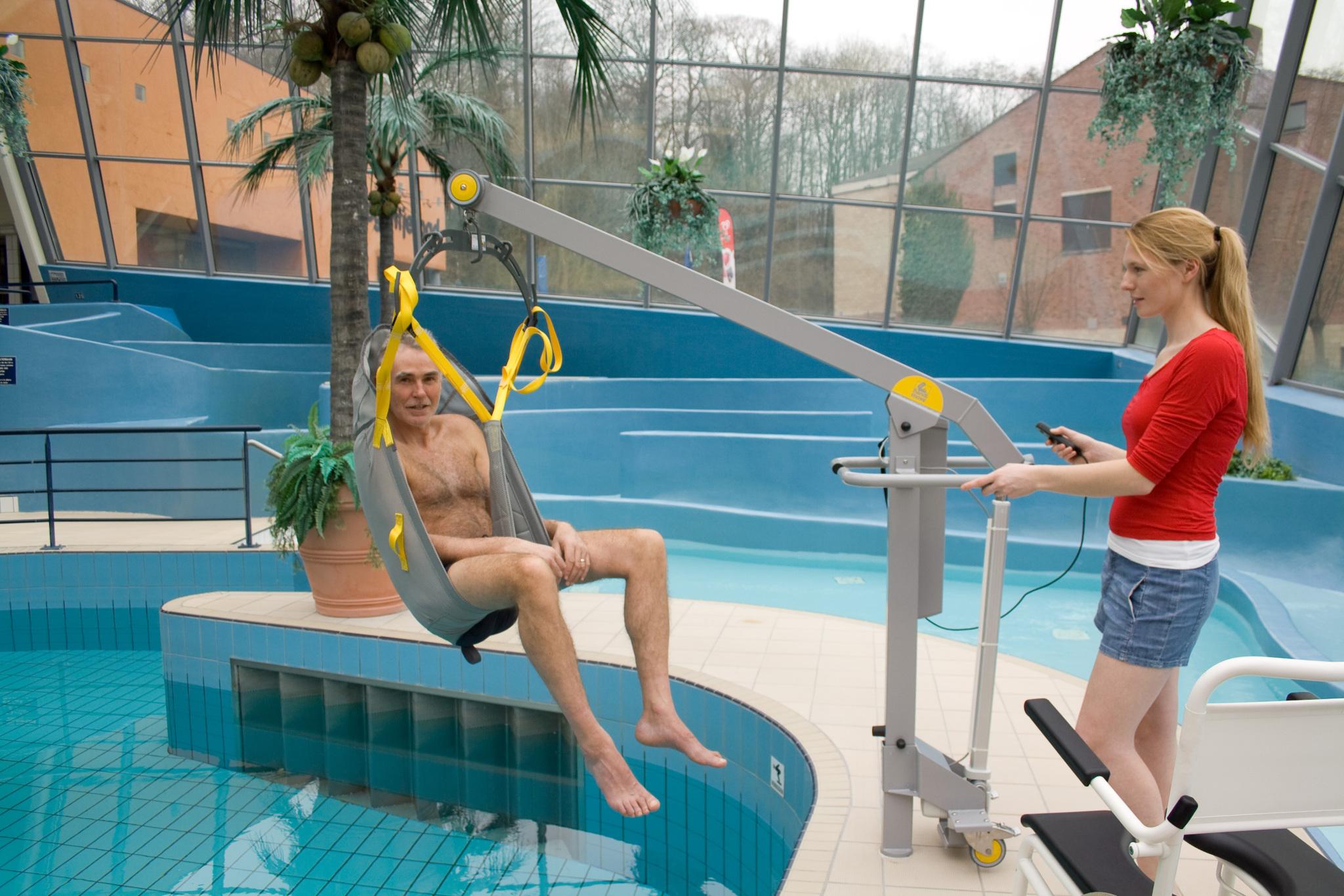 Mobile pool lift