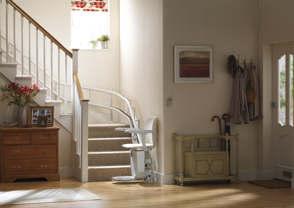 stannah-siena-260-stairlift-seat-unfolded-outside-bend.jpg