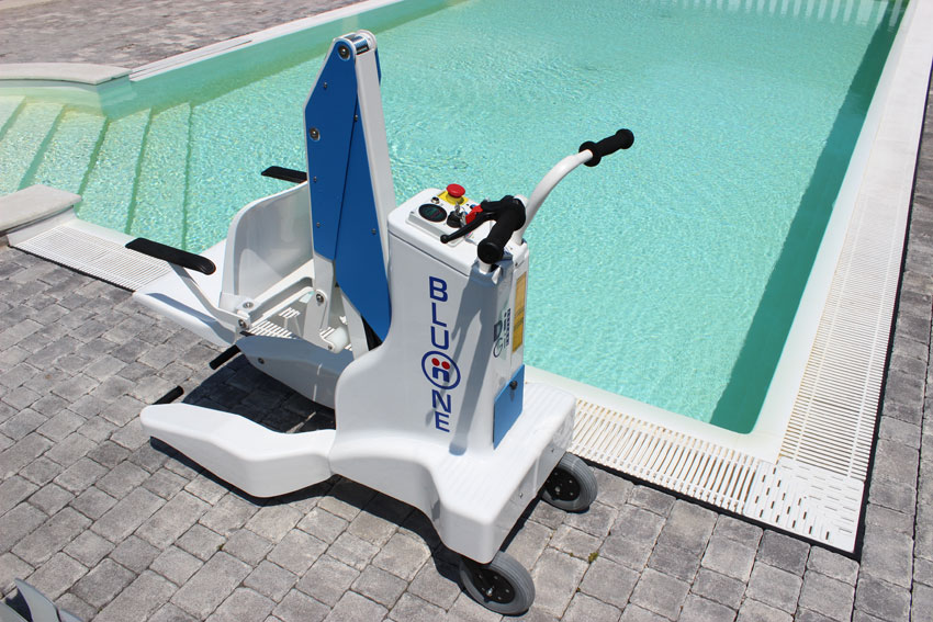 portable-pool-access-lifts-dolphin-mobility.jpg