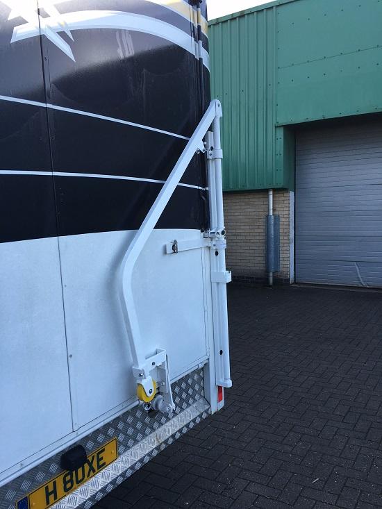 para-rider-horsebox-attached-lift-tranpsort.JPG