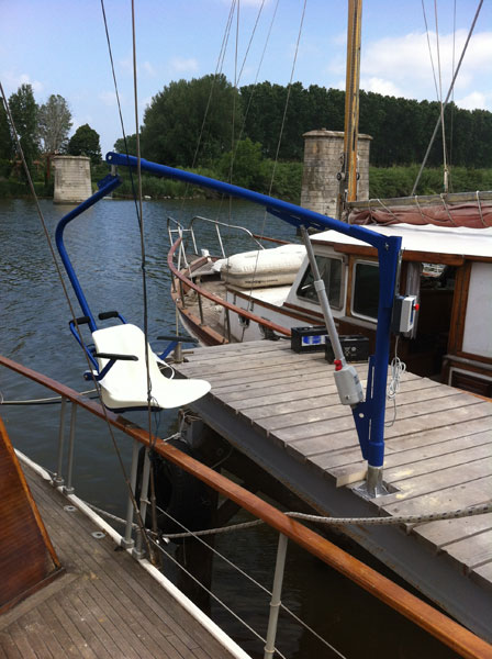 dolphin-mobility-disabled-boat-access-lifts.jpg