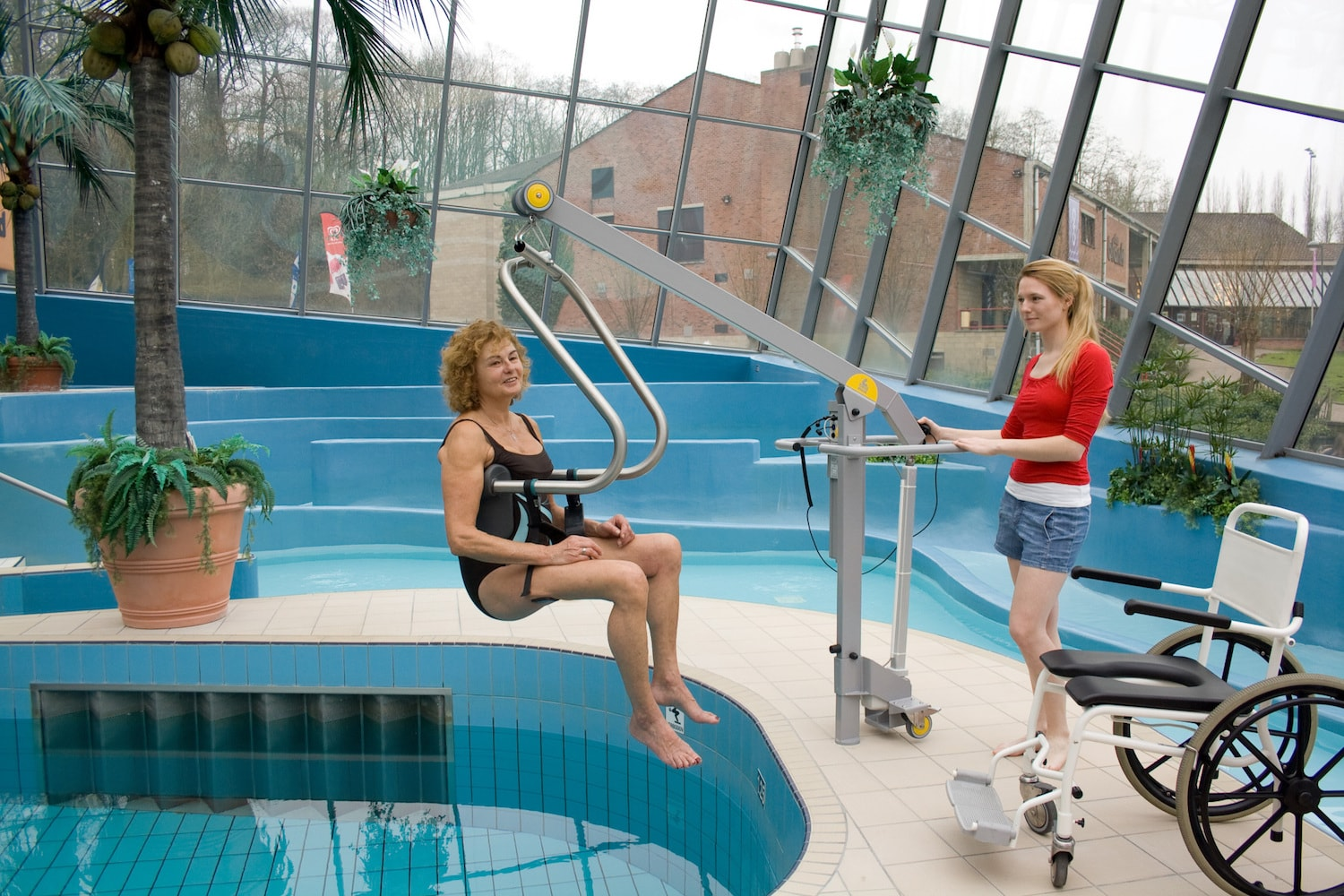 handi-move-mobile-pool-lift-body-support-system.jpg
