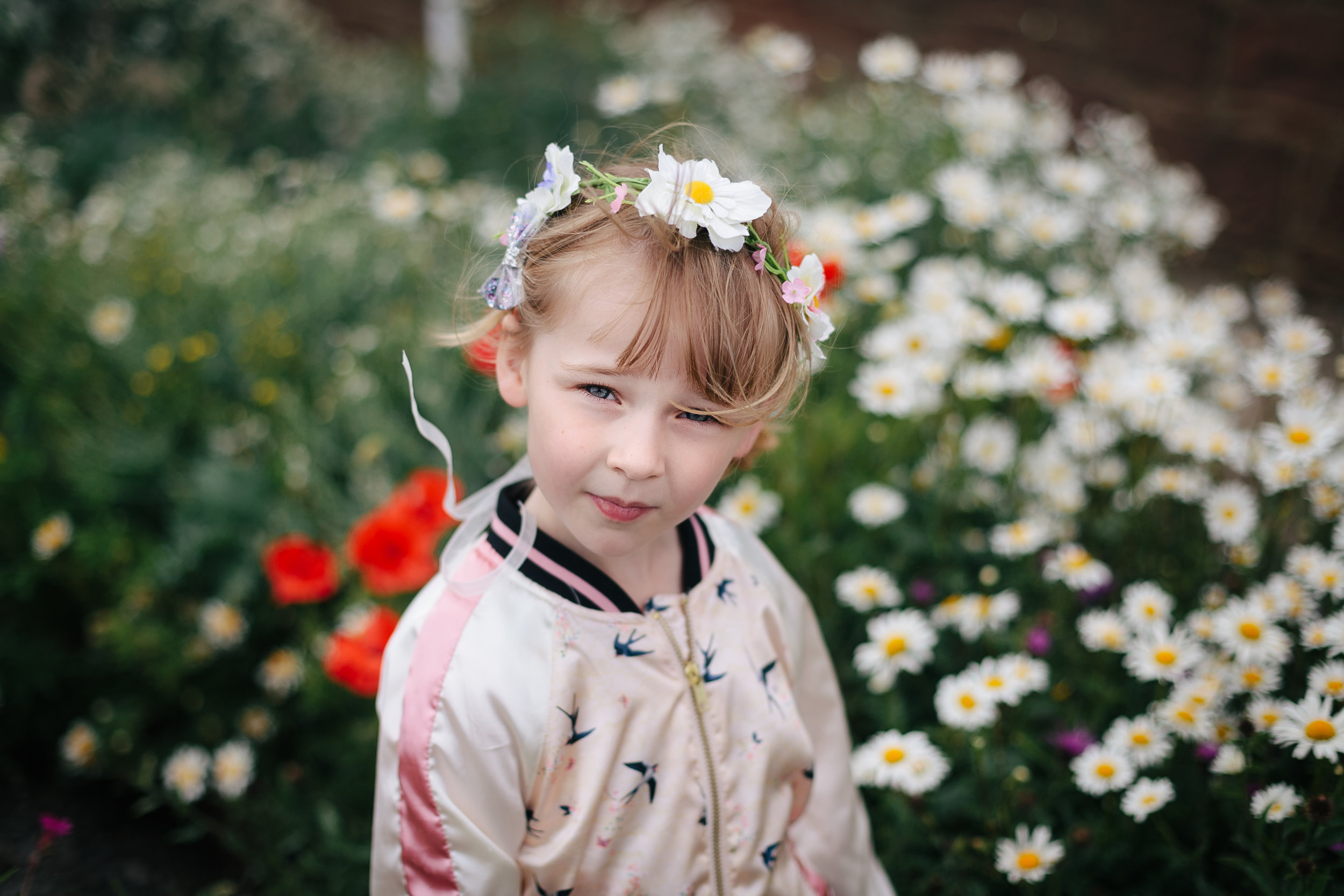 Edinburgh family photographer - girls daisy