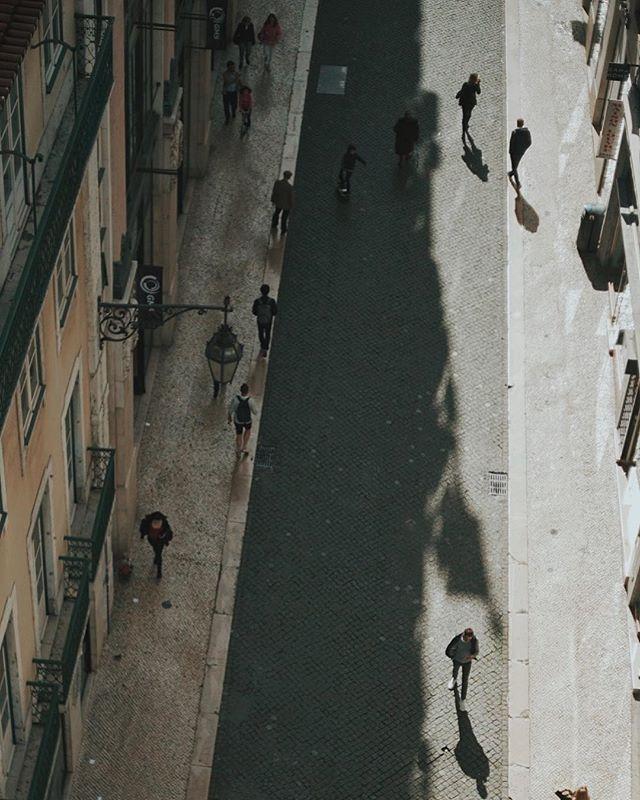Petite people XV • • #lisboa #photography #diary #etczine #streetphotography