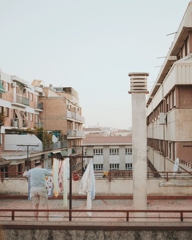 Long time no se. Petite people XVI • • #granada #photography #diary #streetphotography