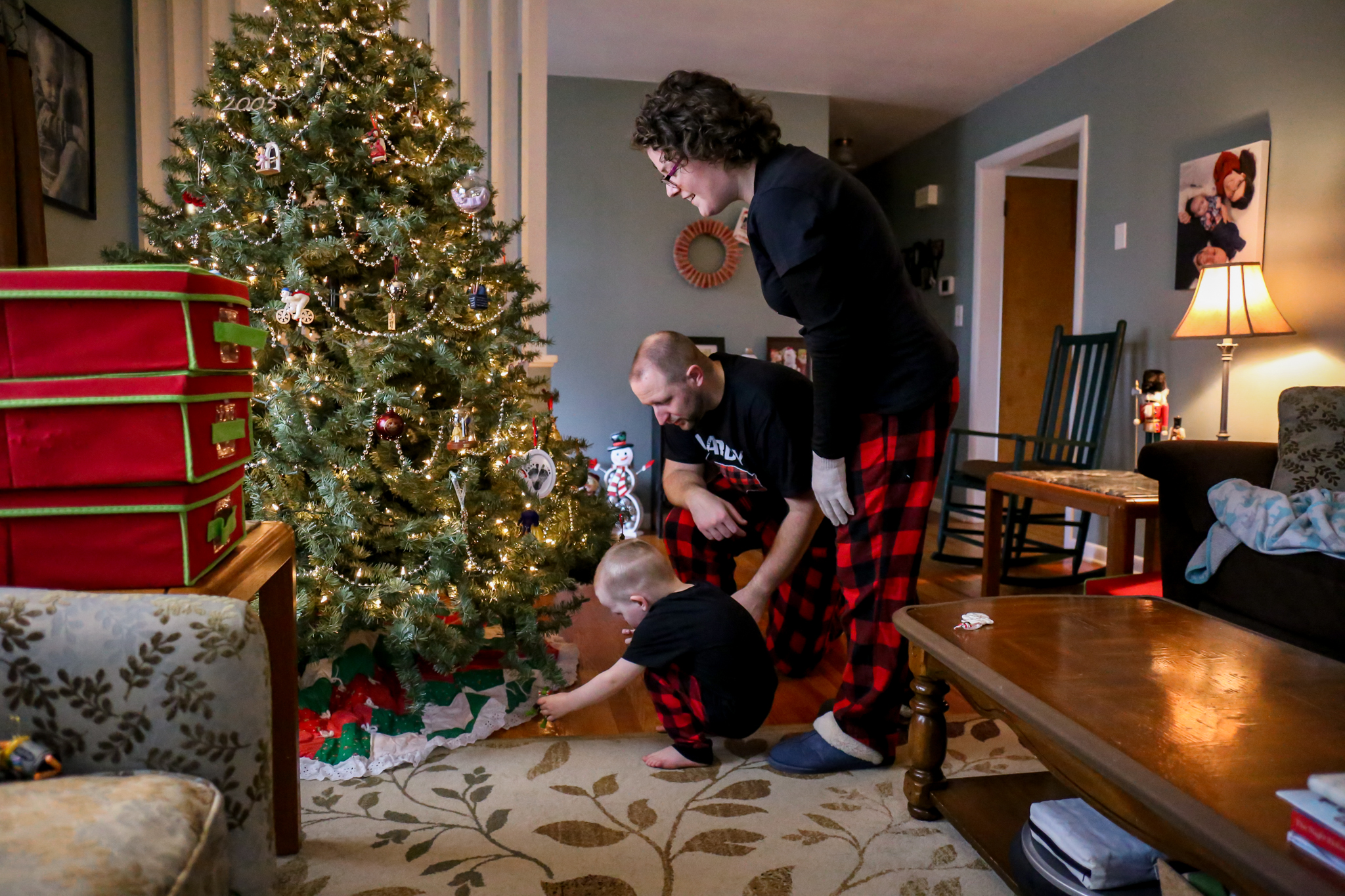 At home holiday family photography session with Jen Grima in Emmaus, PA.