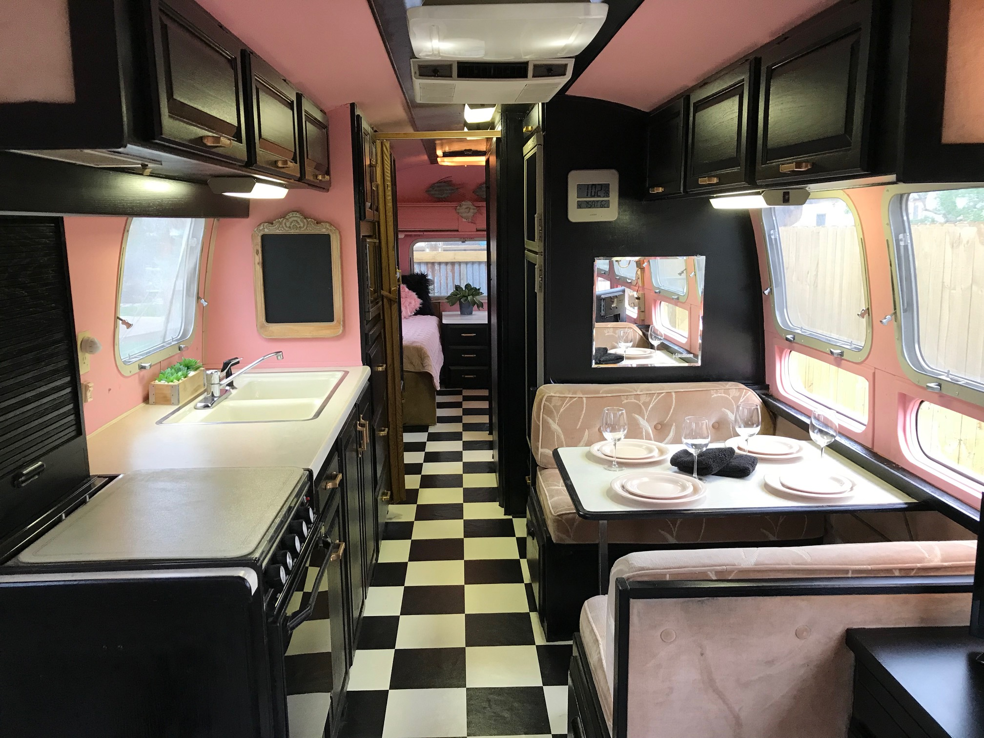 THE BIG CHILL The largest of our fleet. She's a 1985 retro vintage Airstream. You will love GLAMPING in this 80's decor!