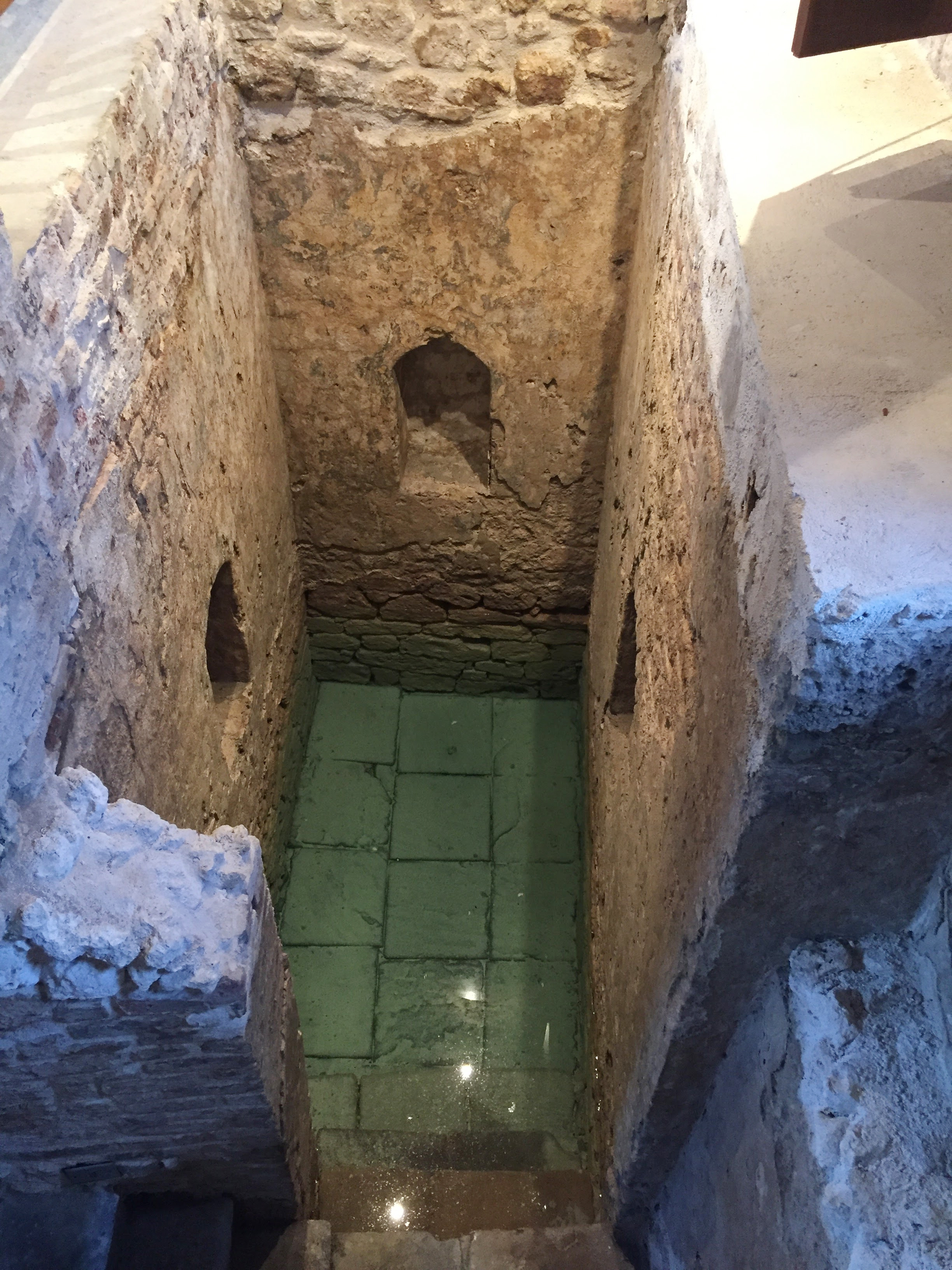 Mikvah interior 2.jpg