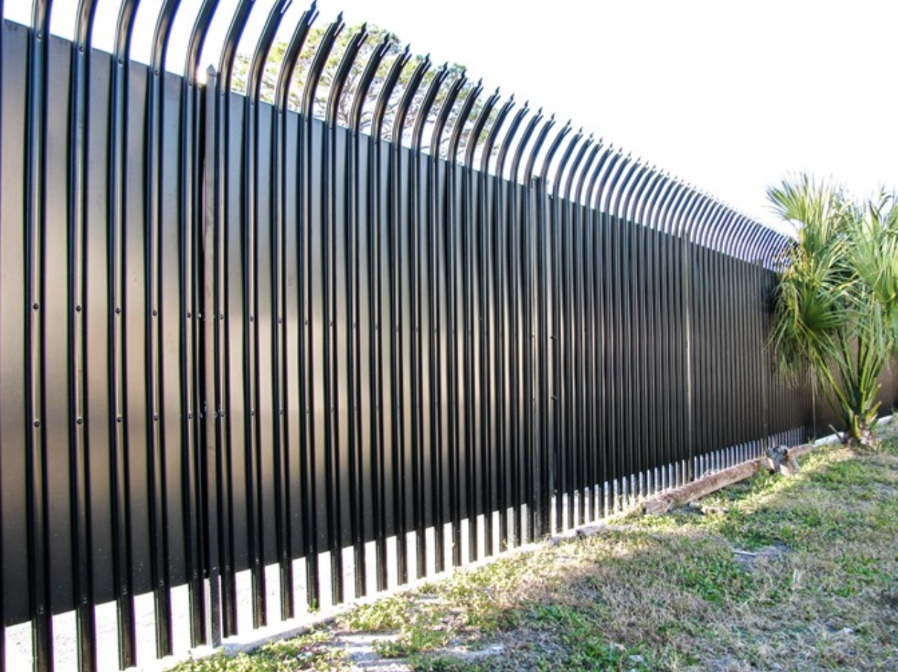 Privacy Spiked Fence - Los Angeles Fence Builders.png