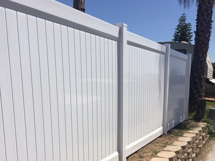 white-vinyl-fence-los-angeles-fence-builders.jpg