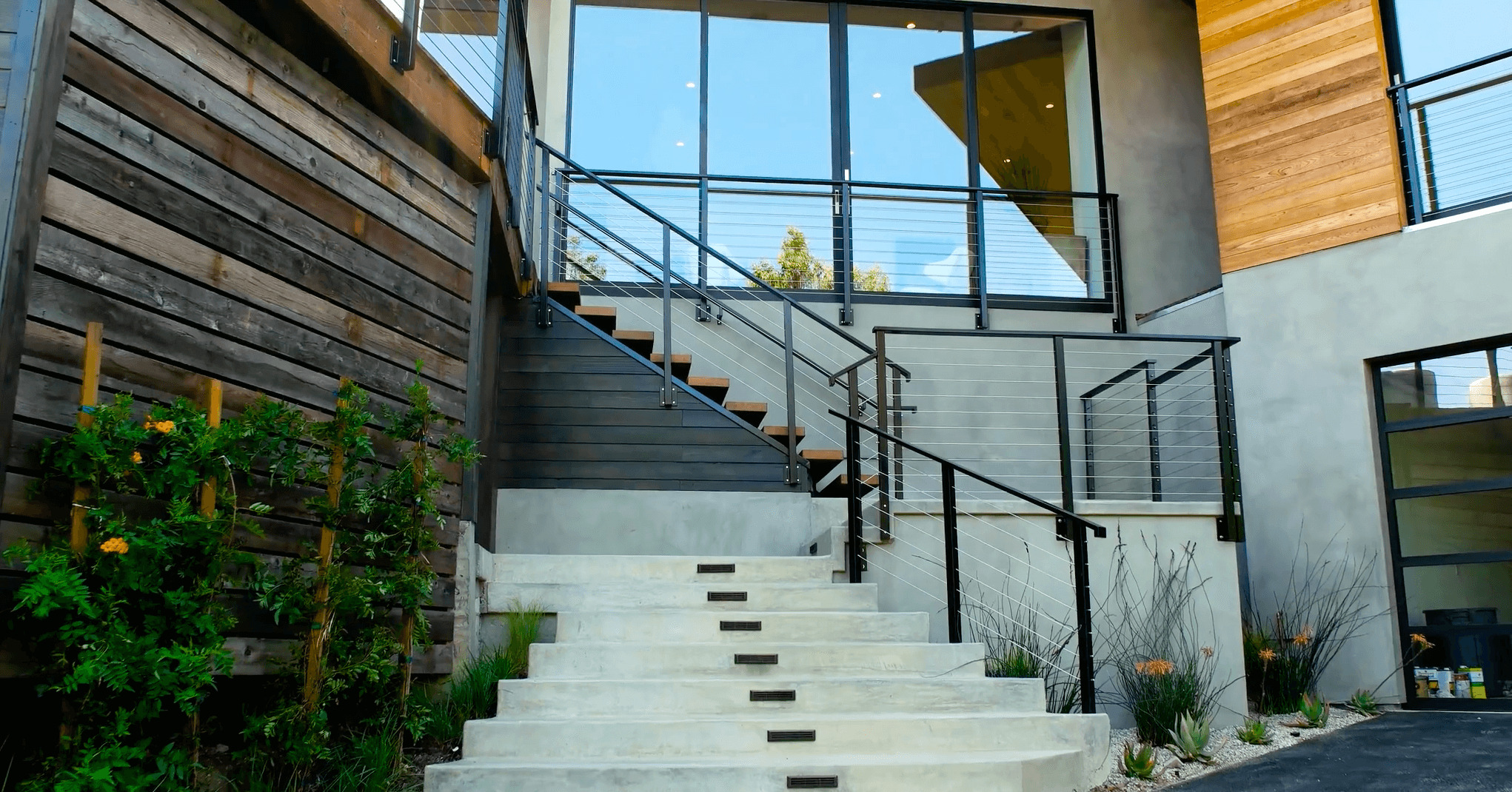 Cable Wire Railing Front Entry.png