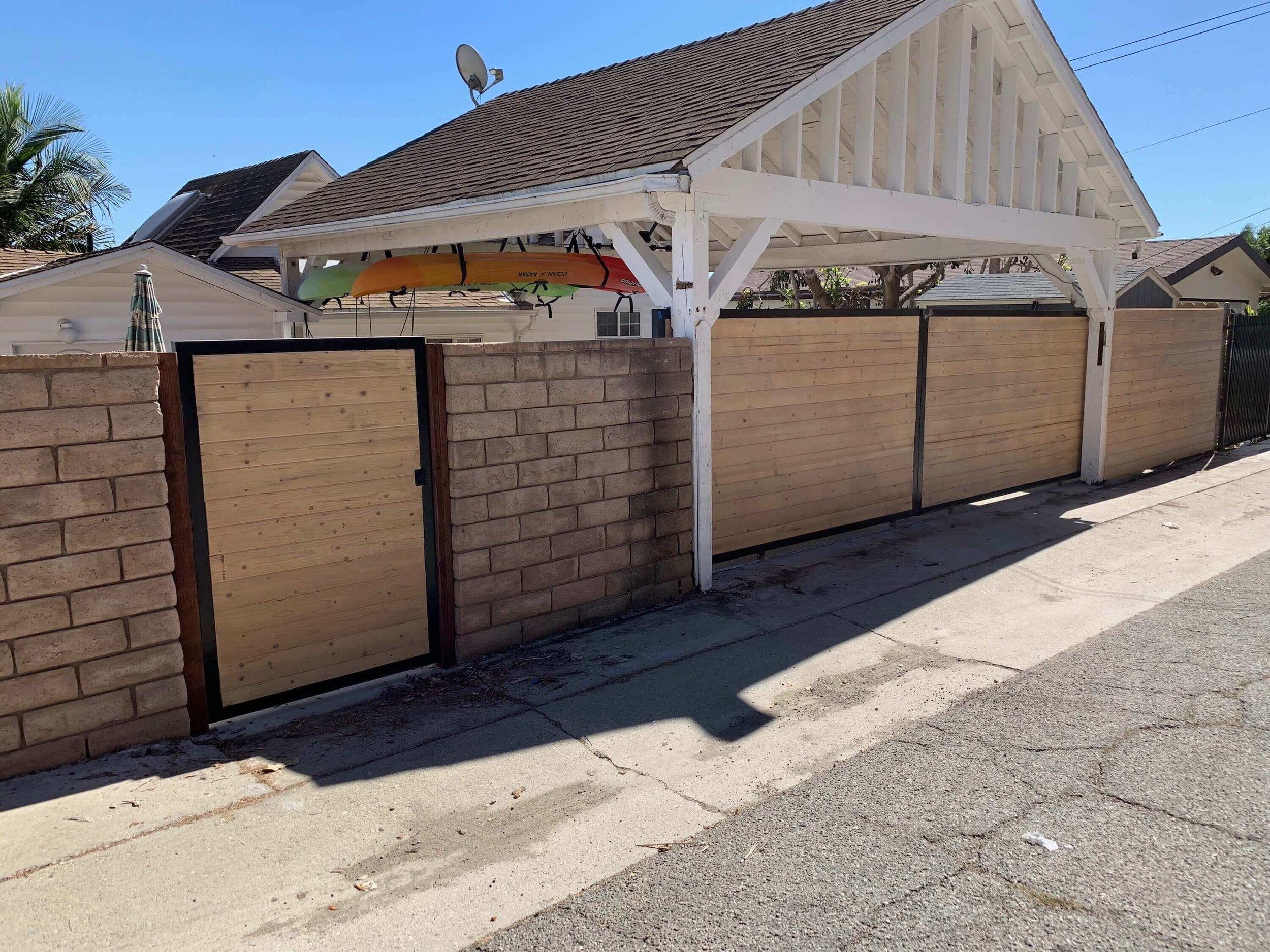 Los Angeles Fence Builders Driveway Gate.jpeg