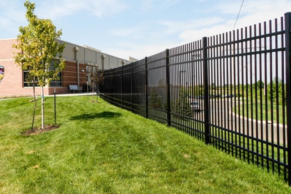 Privacy+Spiked+Fence+-+Los+Angeles+Fence+Builders.jpg