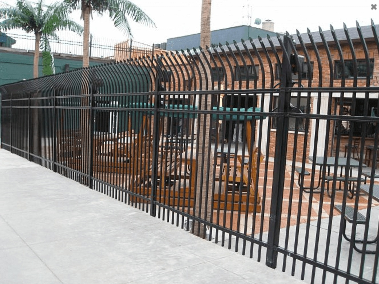 Commercial+Steel+Fence+-+Los+Angeles+Fence+Builders.jpg