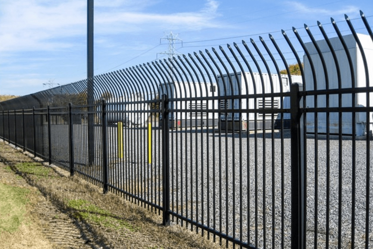 Spiked+Security+Fence+-+Los+Angeles+Fence+Builders.jpg