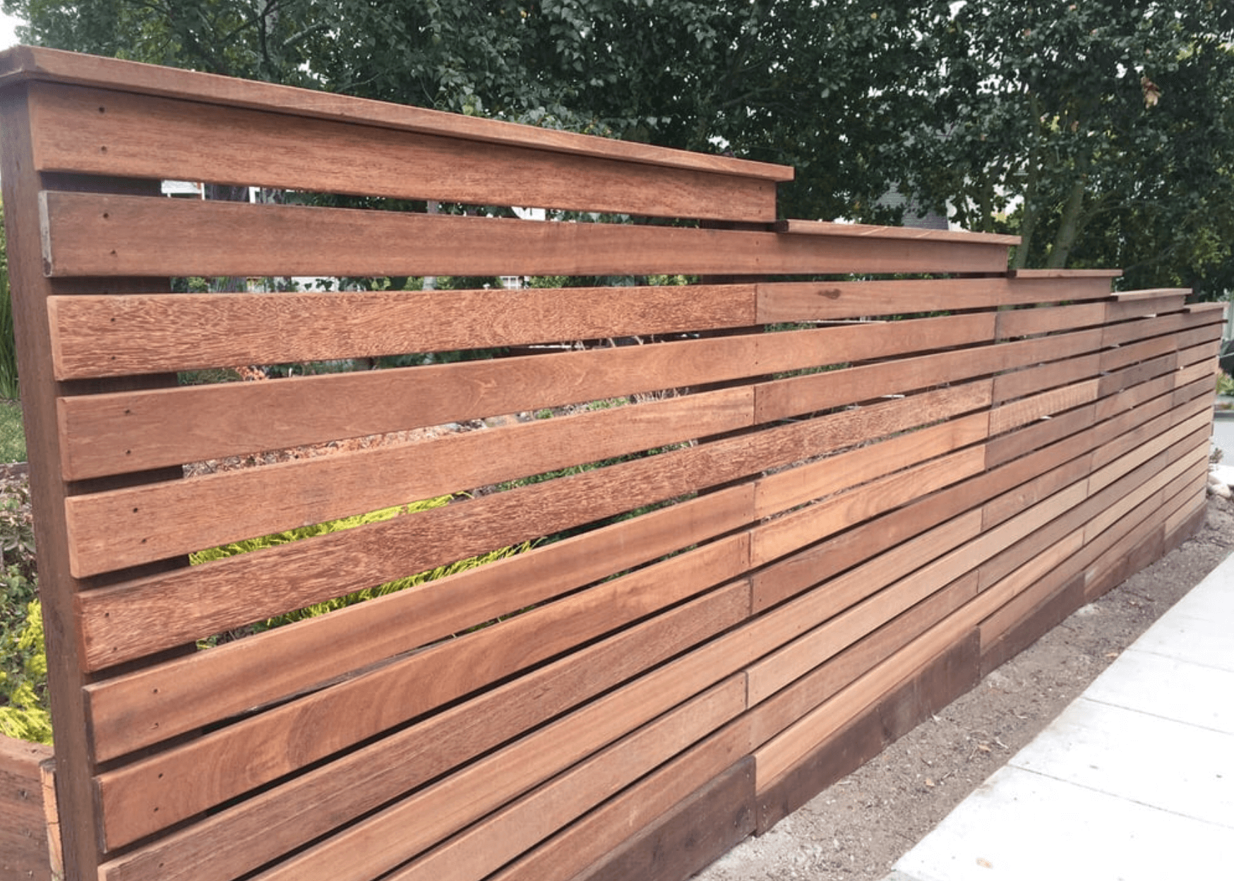 Horizontal Composite Stepped Fence .png