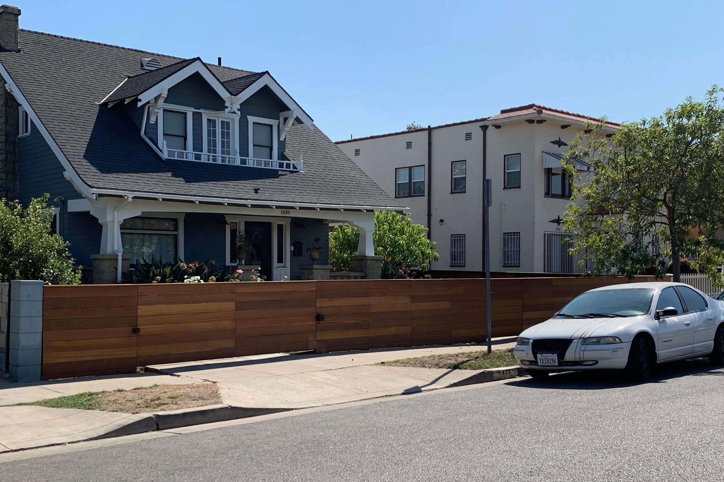 Horizontal+Redwood+Fence+-+Los+Angeles+Fence+Builders.jpg
