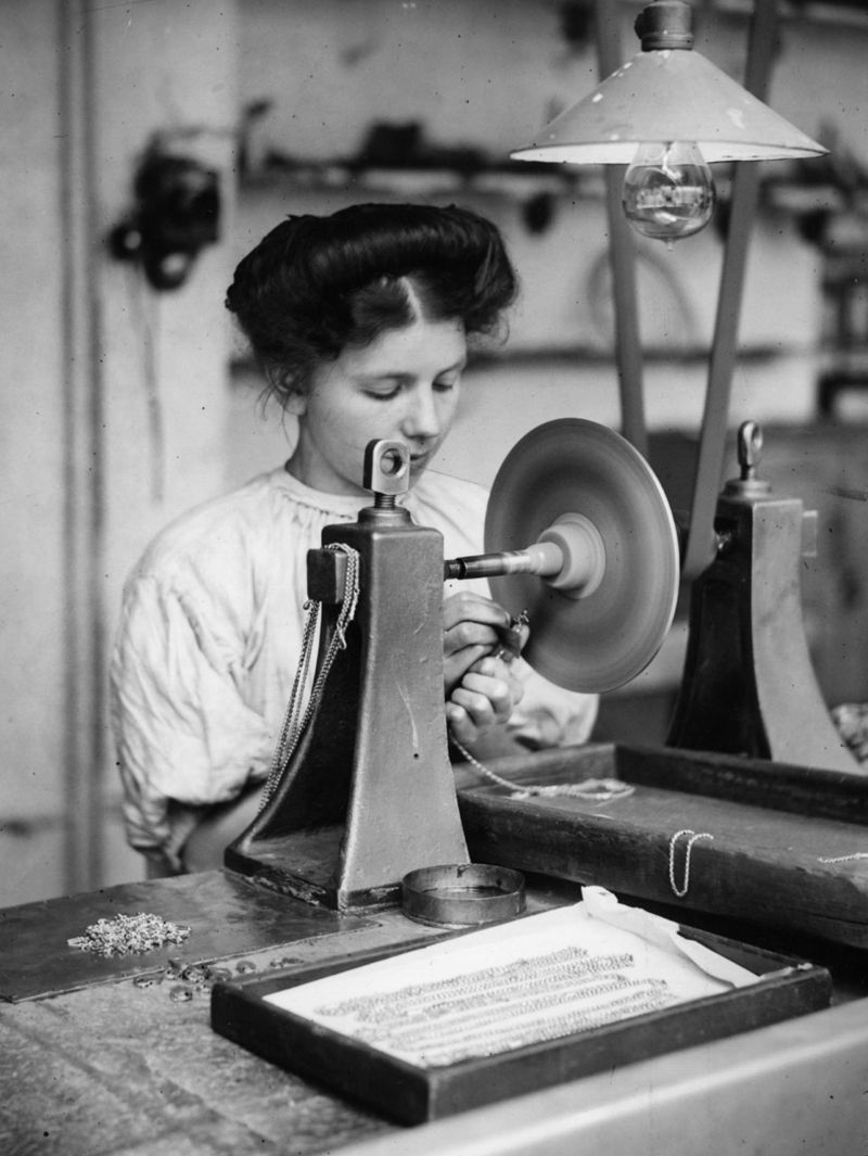 This 1909 jewellery worker benefitted from electric light and tools