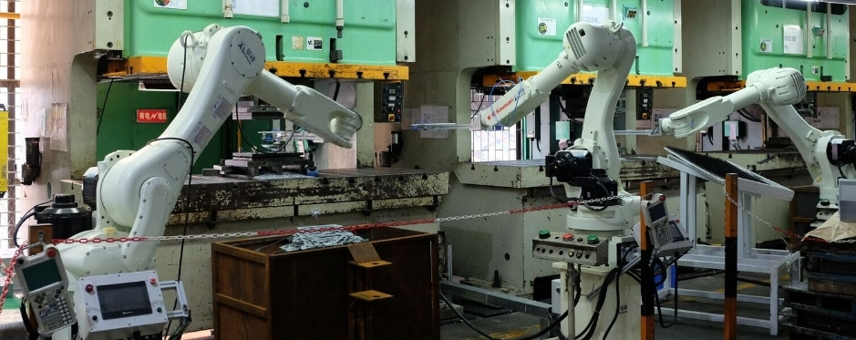 Robotic Arms in manufacturing action teletec electronics