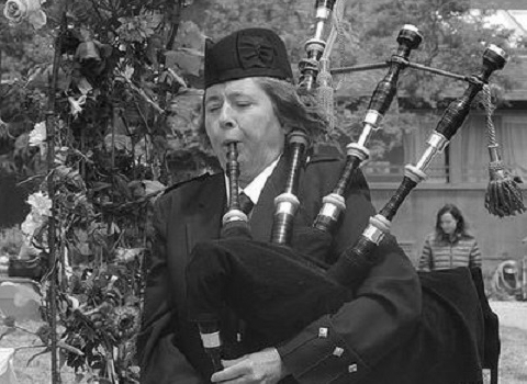 Elise MacGregor Ferrell, bagpiper at the House of Piping