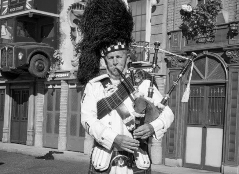 Lady Fowler, bagpiper at the House of Piping