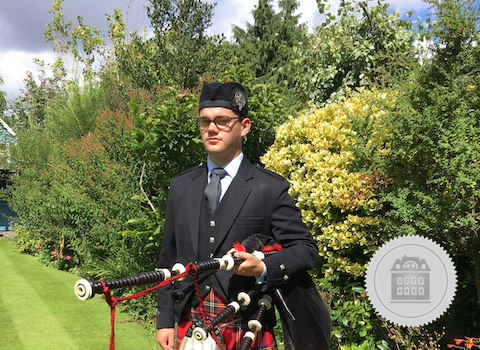 Hugh Deery, England bagpiper for hire