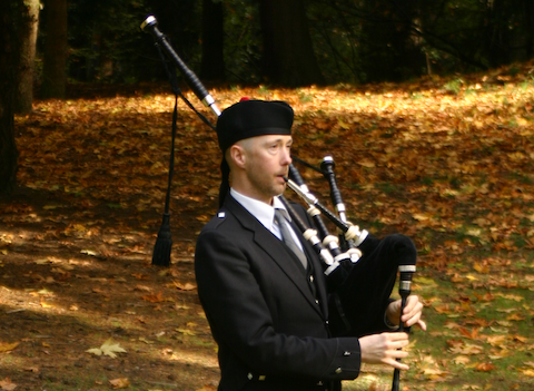 kevin_auld_bagpiper.png