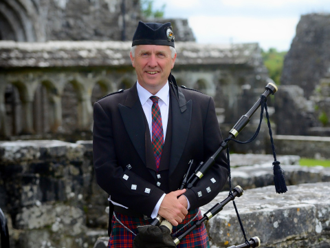 sean_kelly_bagpiper.png