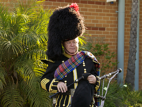 barry_gray_bagpiper.png