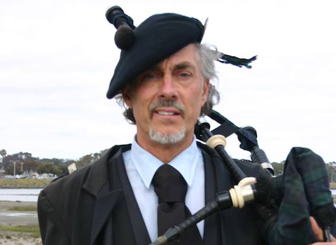robert_burns_bagpiper.png