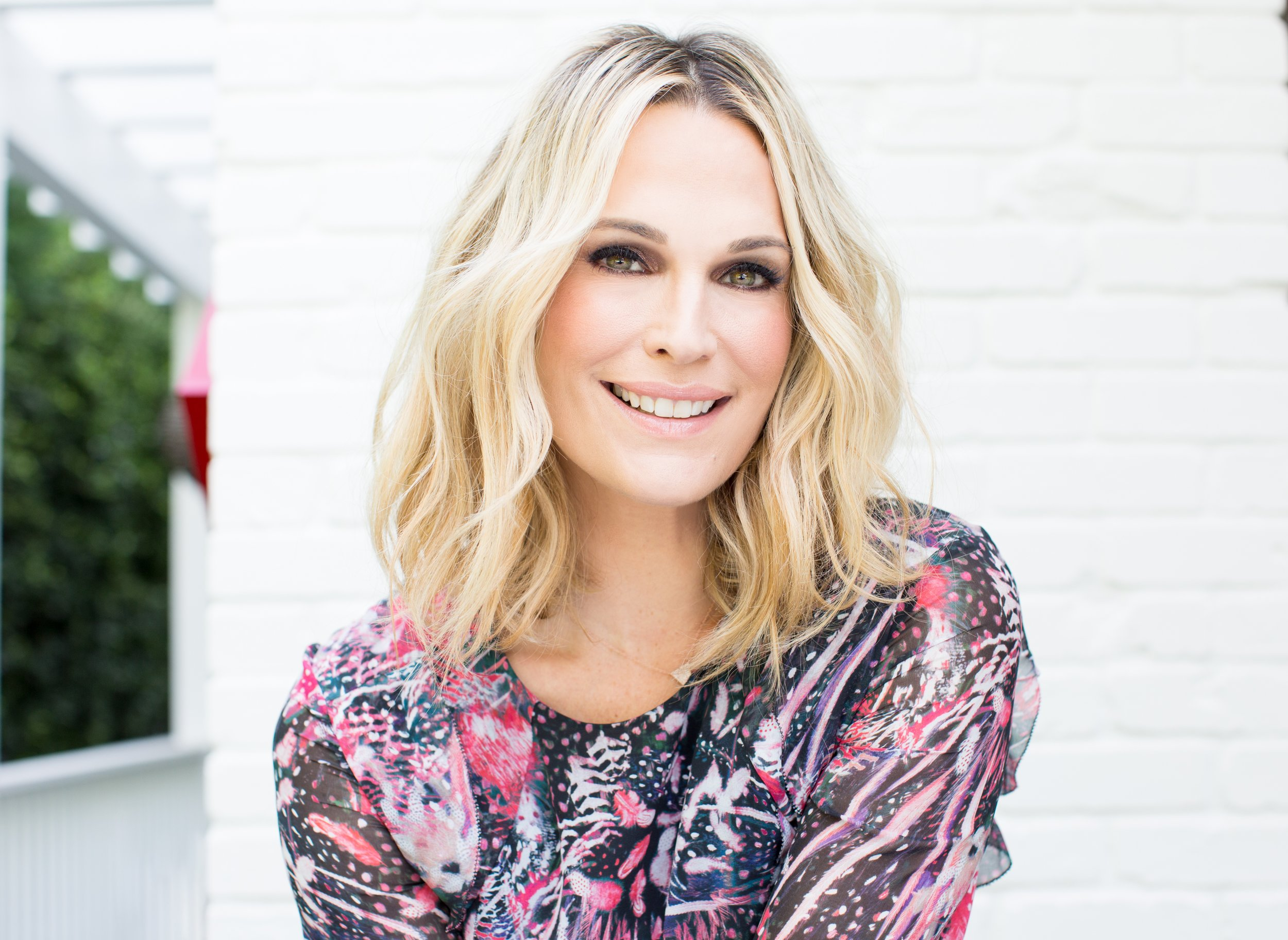 """Talking With Molly Sims About """"Everything Chic"""""""
