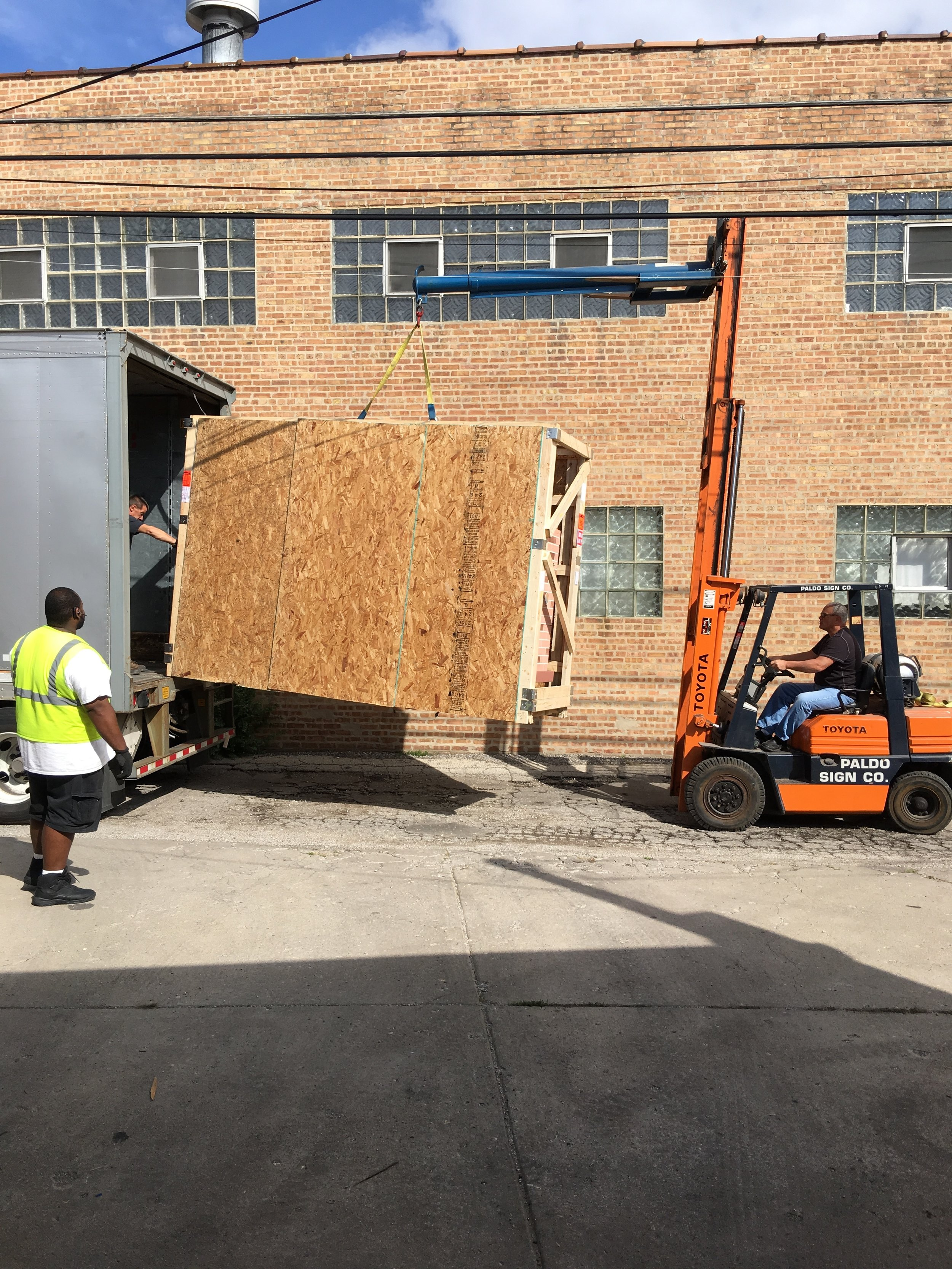 Unloading a sign